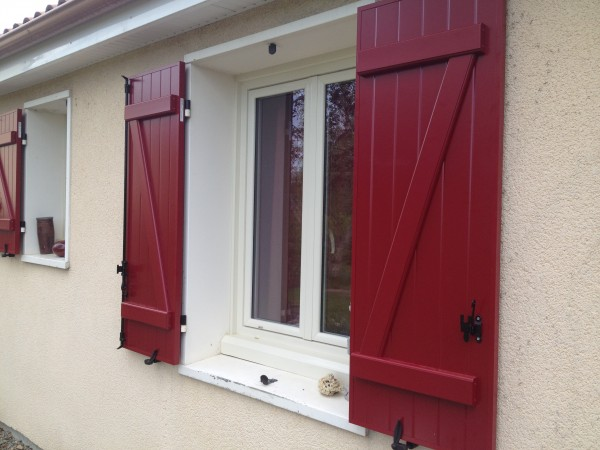 Volets battants aluminium isolé rouge 3004