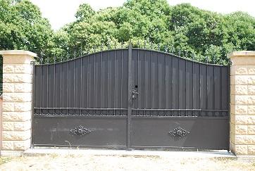 Installateur de Portail Plein Acier laqué noir