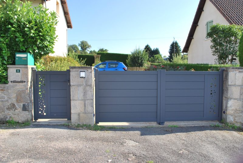Pose de portail et portillon contemporain en  aluminium laqué gris 7016 à Limoges et en Haute Vienne