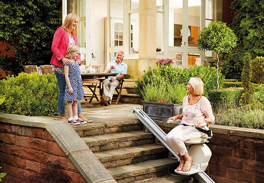Accessibilité jardin avec un monte escalier extérieur